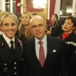Femme et sapeur-pompier